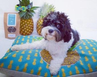 Swinging Pineapples – Medium Dog Cushion Bed