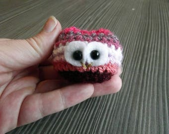 Lesbiowl - tiny crochet owl in lesbian pride colours <3