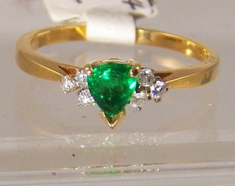 Pear Shaped Tsavorite Garnet Ring, 14k Yellow Gold Ring with Diamond Accents, January Birthstone, Engagement Ring, Weddding