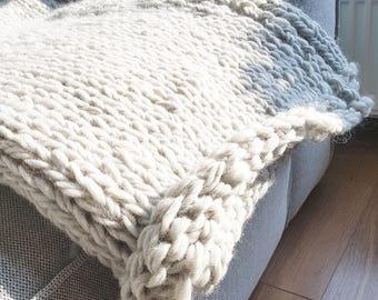 Knitted blanket light grey