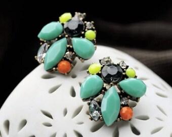 Mint Stone Cluster Stud Earrings