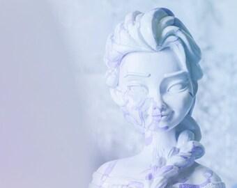 Elsa Marble Pattern Ceramic Bust Frozen