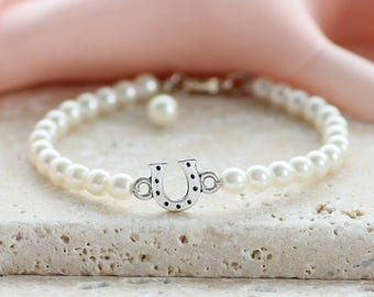Lucky horseshoe pearl bracelet / good luck gift / gift for her / lucky charm jewellery