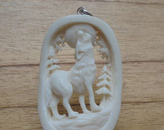 Wolf Bone Pendant, Wolf Carving,Moon Howling Wolf Bali Bone Carving  WP202-2