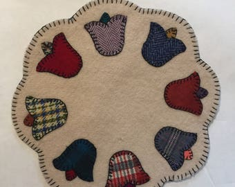 "11"" All Wool Tulip Applique Multicolor Candle Mat"