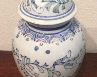 Vintage Chinese Blue & White Porcelain Jar/Urn Hand Painted Fish and Floral Motif