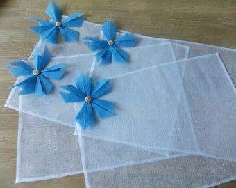 Placemat in white tarlatan and origami flower