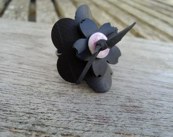 Ring of flowers with pink button patterned inner tube