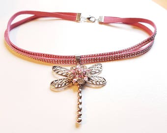Pink suede necklace pendendif Dragonfly silver and pink