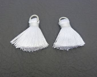 2 white 22 * 10mm (SFP03) slightly silky polyester tassels