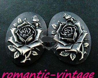 Pretty large cabochon rose in 3D black and white.  40 * 30mm oval