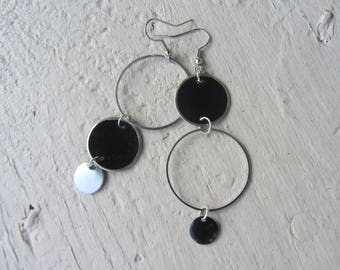 earrings, chandelier earrings modern, sleek, lightweight, geometric, bubbles, rings, black and silver, mother of Pearl coin