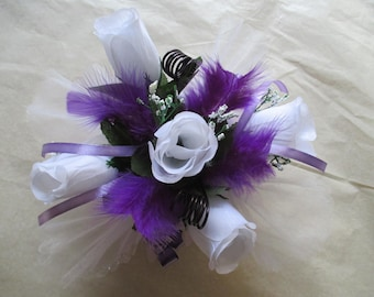 round, purple and white table centerpiece