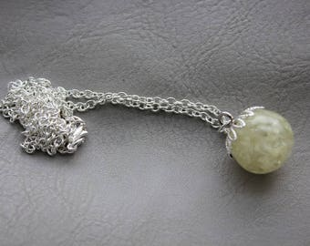 Necklace 62 cm + pendant sphere 1.8 cm in resin and dried flowers of white amaranth