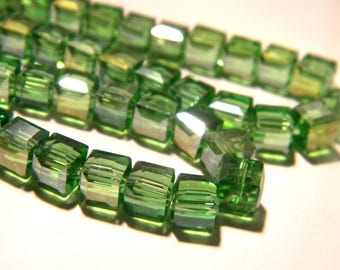 30 bead - glass cube 6 mm - electroplated - effect iridescent glass - AB-bright green iridescent 7 G102