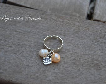 Adjustable ring with freshwater pearls