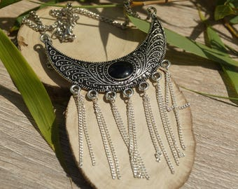 Necklace plastron and chains