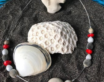 Necklace with natural seeds of the West Indies, red and grey, model Canique
