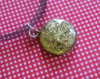 Necklace in gold glitter and resin