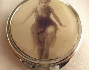 Pocket mirror retro dancer roaring twenties
