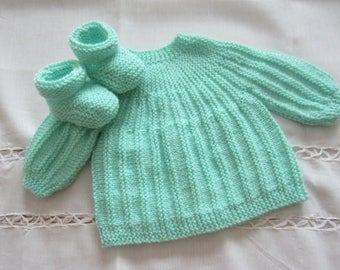 "Jacket and booties ""green"" in size newborn"