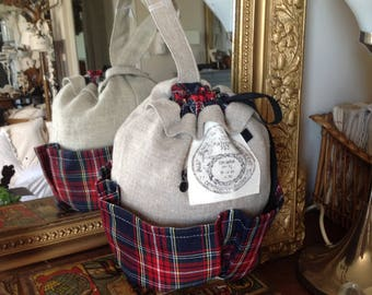 Purse in linen and plaid fabric with pockets