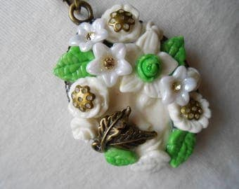 1 bronze FACE future necklace white FLOWER.