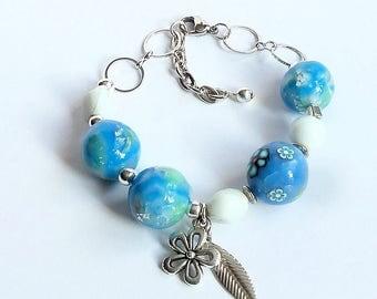 Romantic bracelet with soft colors