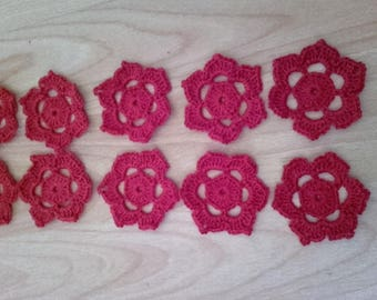 (1) 10 small crocheted flowers