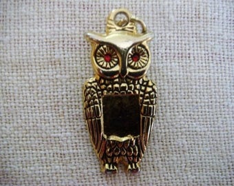 OWL pendant lucky gold tone (large)