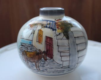 round vase 12 cm height.
