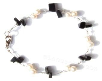 Black onyx and pearl bracelet gothic bracelet Bracelet onyx et perle onyx und Perlenarmband