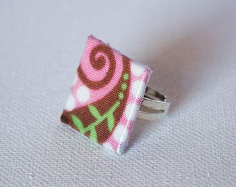Square in pink, Brown, green, spiral ring