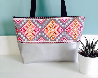 Small tote in gray and pink pattern
