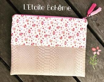 Pink flowers pattern clutch