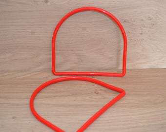 Red half circle Trapilho plastic bag handles Red