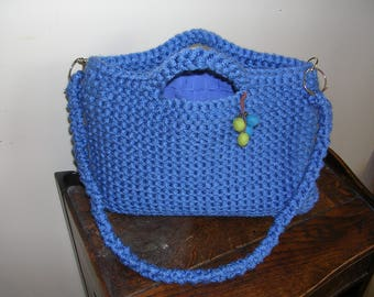 Long chunky blue yarn