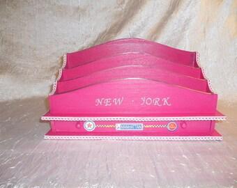"Box on the theme of ""NEW YORK"" fuchsia color"