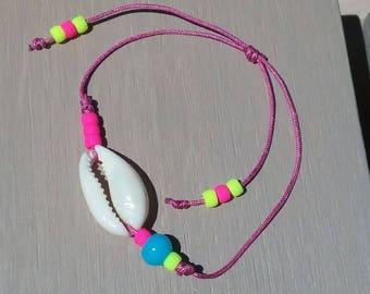 Minimalist bracelet with a shell