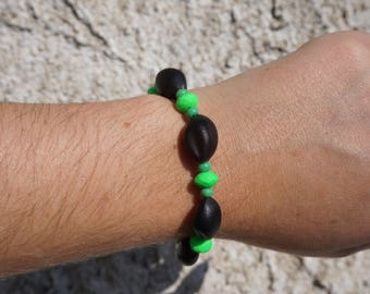 Bracelet with tropical seeds and neon beads