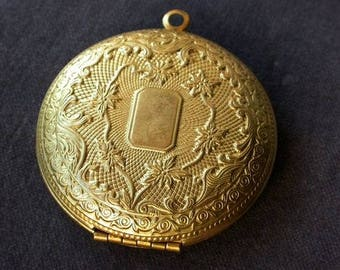 Large Pearl brass medal charm Locket picture holder