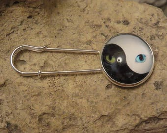 """""""Collection cat"""" safety pin brooch 2"""