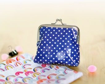 Retro purse blue with white polka dots (8.5 cm CLASP)