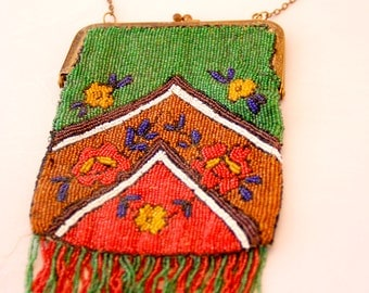 Beautiful Vintage 1930s floral pattern beaded purse