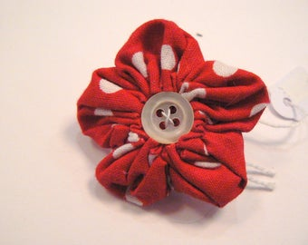 yoyo flower shape brooch red dots diam 40mm
