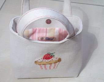 BAG child: light beige embroidered hand of a cupcake