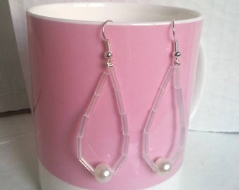 tear drop earrings with Pearl White color transparent/white baguettes and synthetic/earrings