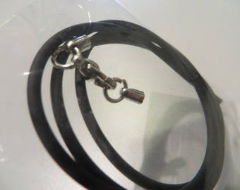 Rubber, with clasp, length 42cm necklace