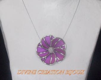 Necklace representing a purple Daisy