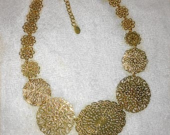 Metal floral necklace